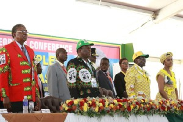 Stop factionalism, Mugabe warns Zanu-PF officials